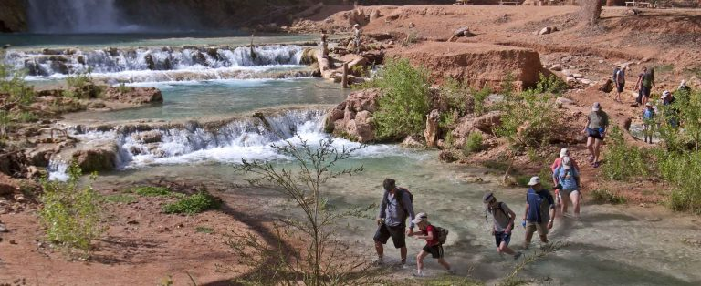 hike to Havasu Falls with the family and kids