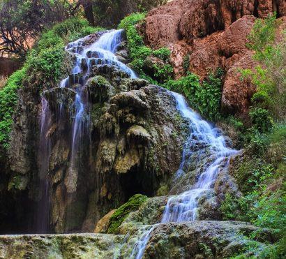 Waterfall flows down cliff at Havasu Falls