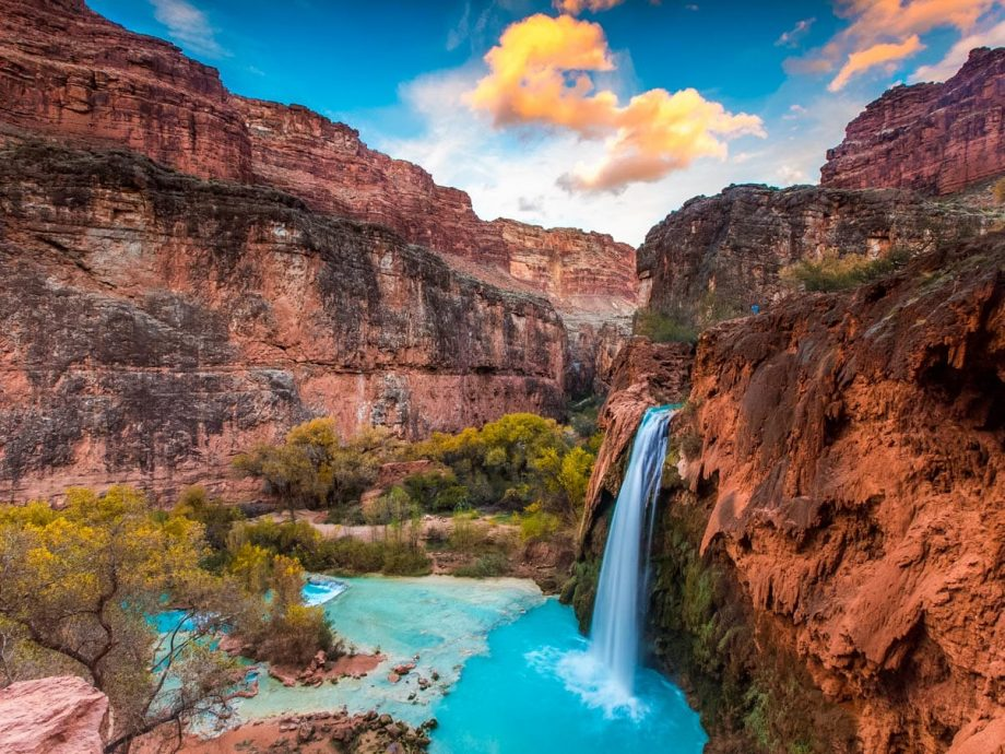 Overlook view of Grand Canyon Havasu Falls valley