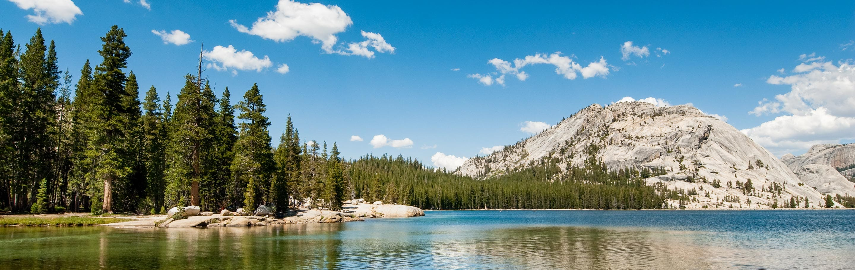 Wide view of Tenaya Lake at Yosemite National Park