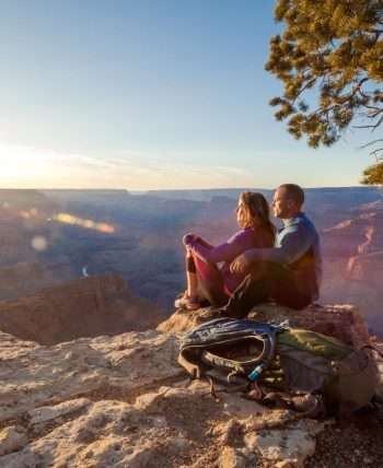 Hike along Grand Canyon's South Rim for Sunset